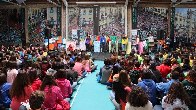 Unos 800 jóvenes de la Fundació Pere Tarrès en la Trocajove