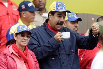 """Maduro denuncia una """"guerra económica"""" y evalúa formas para superar la crisis"""