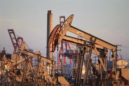 El barril de petróleo Brent sube más de un 2%