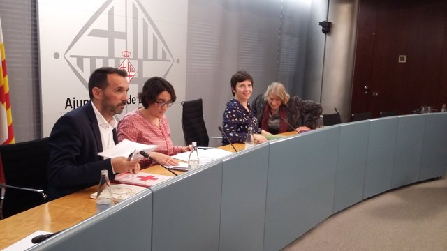 R.Jane (Cruz Roja), C.González (Feicat), la t.Alcalde L.Ortiz y T.Crespo (Ecas)