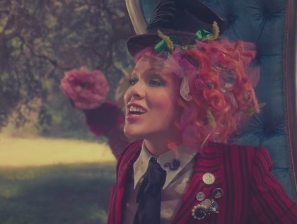 P!nk estrena videoclip para Just like fire, canción para Alicia a través del espejo