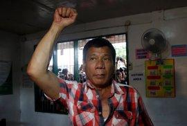 Duterte da por hecha su victoria en las presidenciales y tiende la mano a sus rivales
