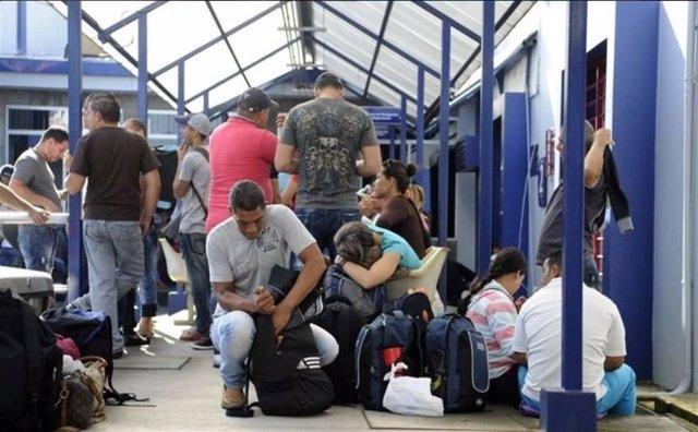 Panamá aplaza hasta el martes el traslado de migrantes cubanos a México