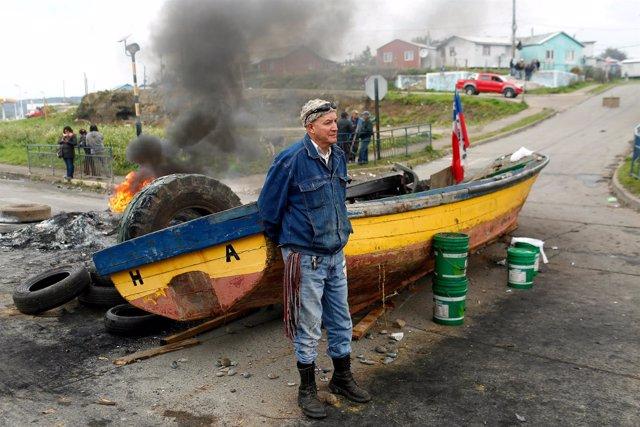 Pescadores en huelga en Chile por la marea roja