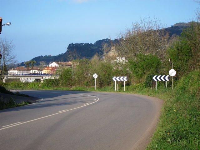Curva peligrosa en una carretera de Asturias