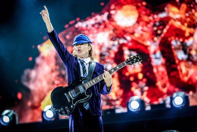 AC/DC: Axl Rose cautiva a Lisboa, ¿el buen sustituto de Brian Johnson?