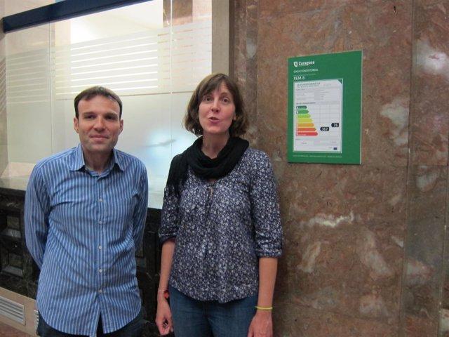 Muñoz y Artigas con un cartel de eficiencia energética