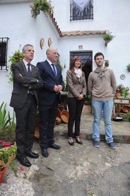 Antonio Ruiz (centro), junto a Cañete y Pérez (izda.), durante la presentación