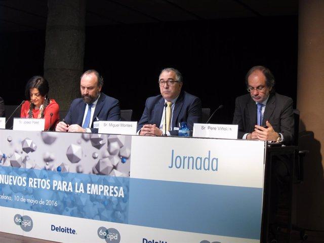 J.Viader (Frit Ravich) J.Palet (Deloitte), M.Montes (Banco Sabadell) y P.Viñolas