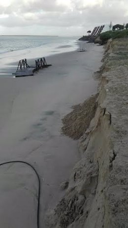 Destrozos en la playa de El Portil, en Punta Umbría (Huelva).