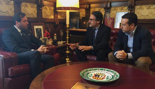 Reunión entre Óscar Puente y el presidente de Iveco España, Jaime Revilla