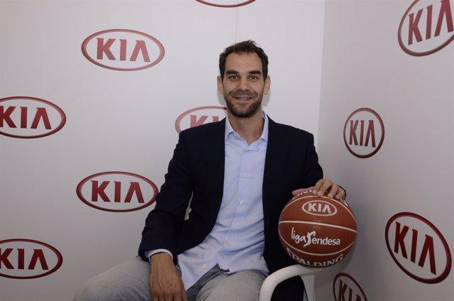 José Manuel Calderón, en un acto con KIA