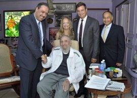 Fidel Castro recibe al presidente de la Asociación de Comités Olímpicos Nacionales