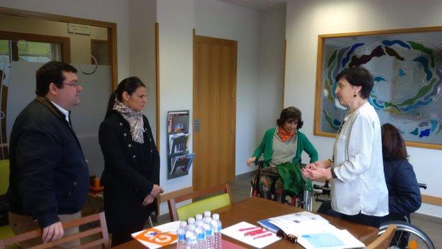 Luis Pacho y Diana Sánchez con responsables de Aspaym