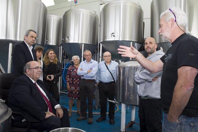 Oria visita la fábrica de cervezas Dougall's