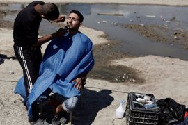 Cansados de esperar, los refugiados montan sus propios negocios para sobrevivir