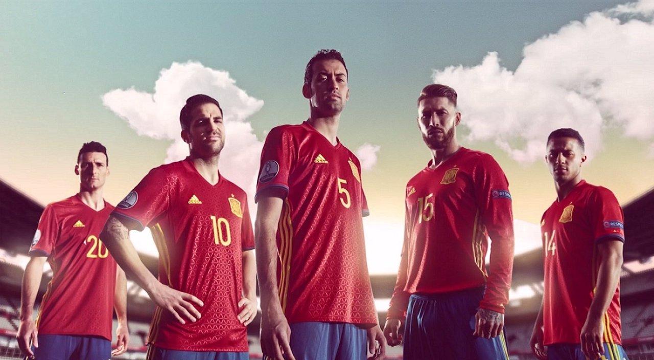 La selección española protagoniza la última campaña de Cruzcampo