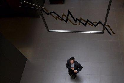 Las empresas del Ibex reducen su beneficio un 10% hasta marzo, tras ganar unos 8.300 millones