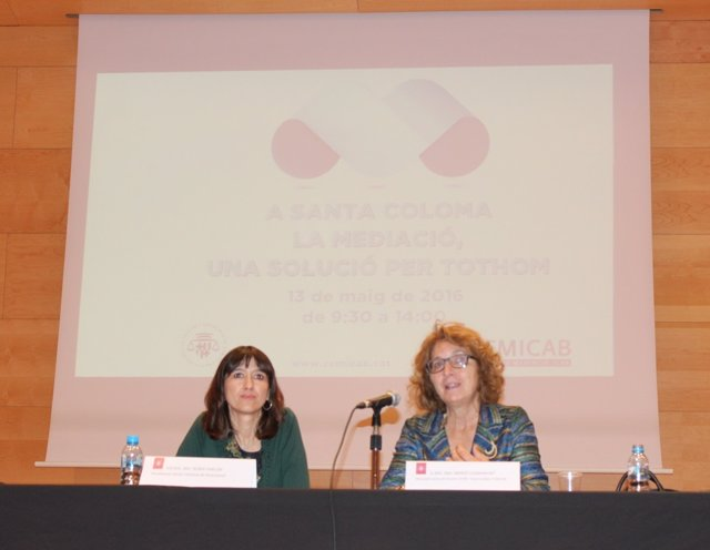 La alcaldesa de Santa Coloma Núria Parlon y la diputada del Icab Mercé Claramunt