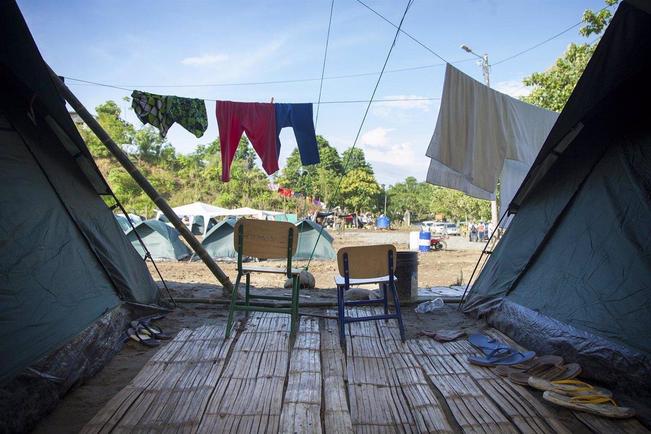 Refugio improvisado tras el terremoto en Chamanga (Ecuador)