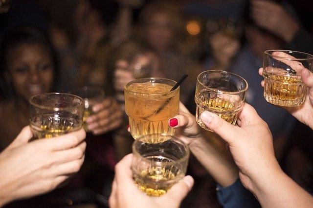 Alcohol, brindis.