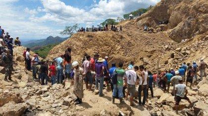 Atrapados tres mineros tras derrumbarse una mina de Honduras, clausurada en 2014