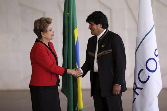 Morales se reúne con Rousseff para tratar temas económicos y reducir el narcotrá