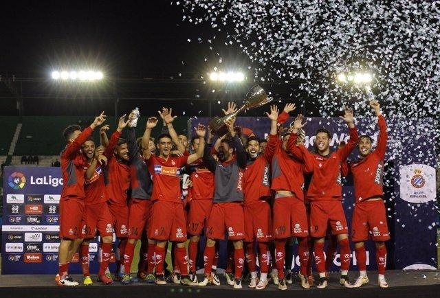 El Espanyol levanta la Copa Cine Center