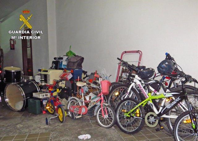 Objetos intervenidos por la Guardia Civil en una operación en Fungirola