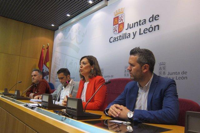 Marcos junto a los sindicatos tras la reunión con Herrera