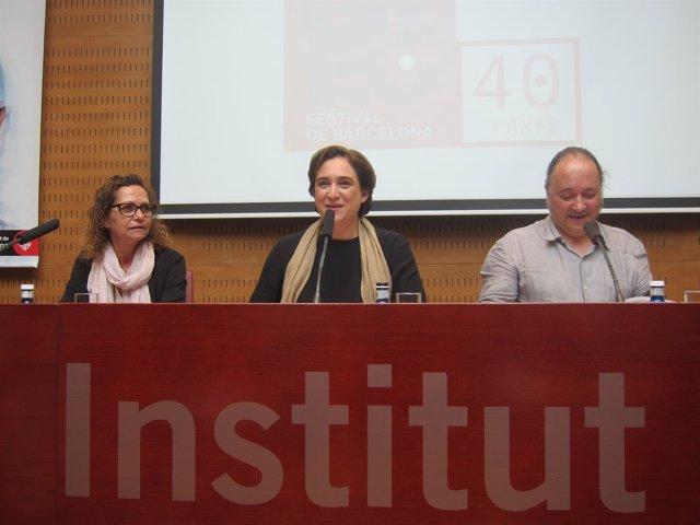 La comisionada B.Sureda, la alcaldesa A.Colau y el dtor.Del Grec R.Simó