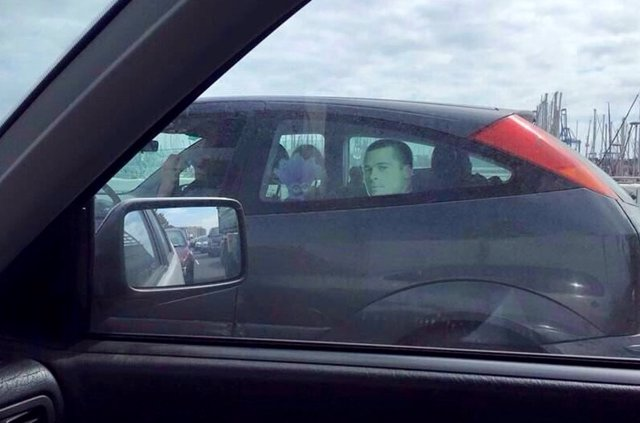 Un Brad Pitt de cartón viaja a bordo de un coche en la capital grancanaria