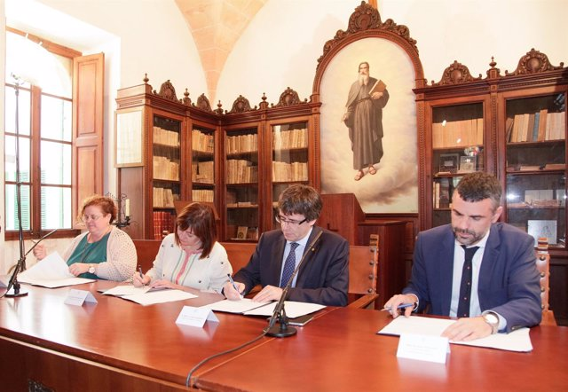 Armengol y Puigdemont formalizan el ingreso de Baleares en el Institut