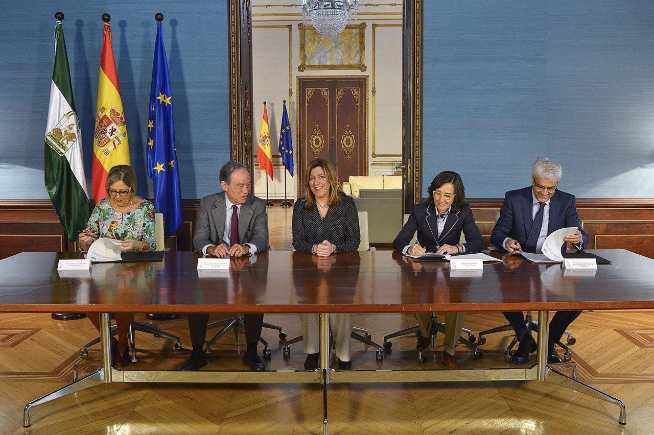 Firma del convenio entre la Junta de Andalucía y el Teatro Real