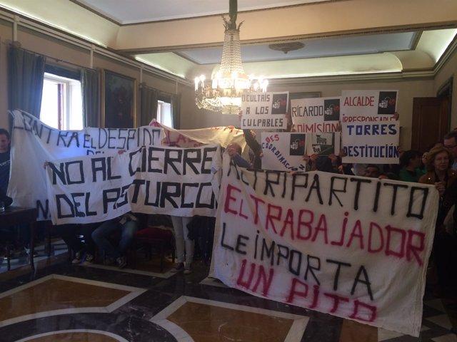 Protesta trabajadores de El Asturcón en Oviedo