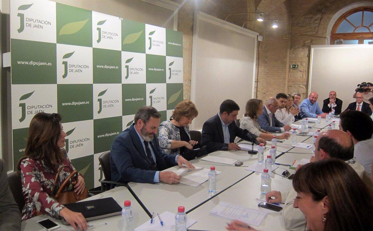 Reunión del Consejo Provincial del Aceite de Oliva de Jaén.