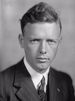 Charles Lindbergh, el primero en volar sin escalas de Nueva York a París