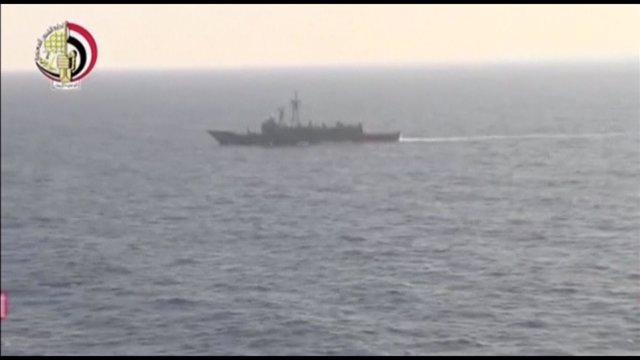 Un buque militar egipcio rastrea la zona donde desapareció el avión de EgyptAir