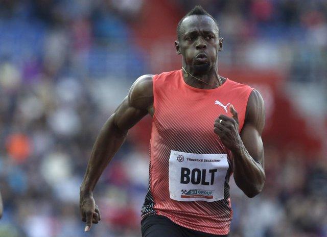 Usain Bolt gana en la reunión de Ostrava