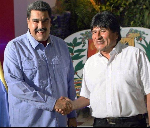 Morales y Maduro, durante un breve encuentro en Venezuela