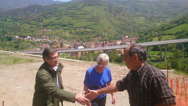 El candidato de Ciudadanos Asturias, Ignacio Prendes, visita la Variante