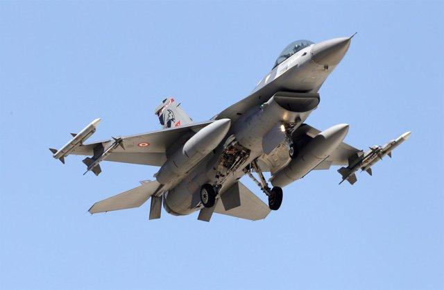 Caza F-16 turco aterriza en la base de Incirlik