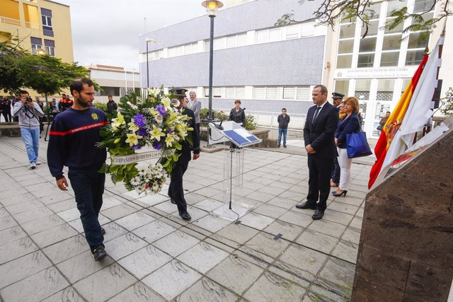 Homenaje a los bomberos fallecidos en acto de servicio