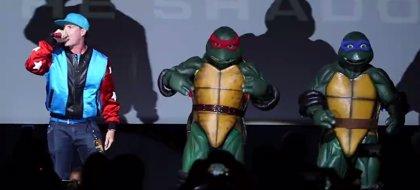 Vanilla Ice irrumpe rapeando en la premiere de Ninja Turtles: Fuera de las Sombras