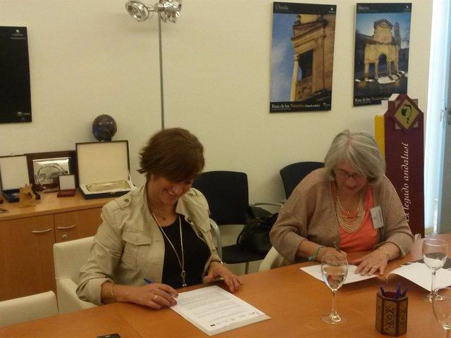La firma del acuerdo entre responsables de Legado Andalusí e Instituto Halal