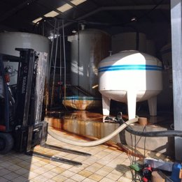 Derrame de glicerina alimentaria en una fábrica de piensos
