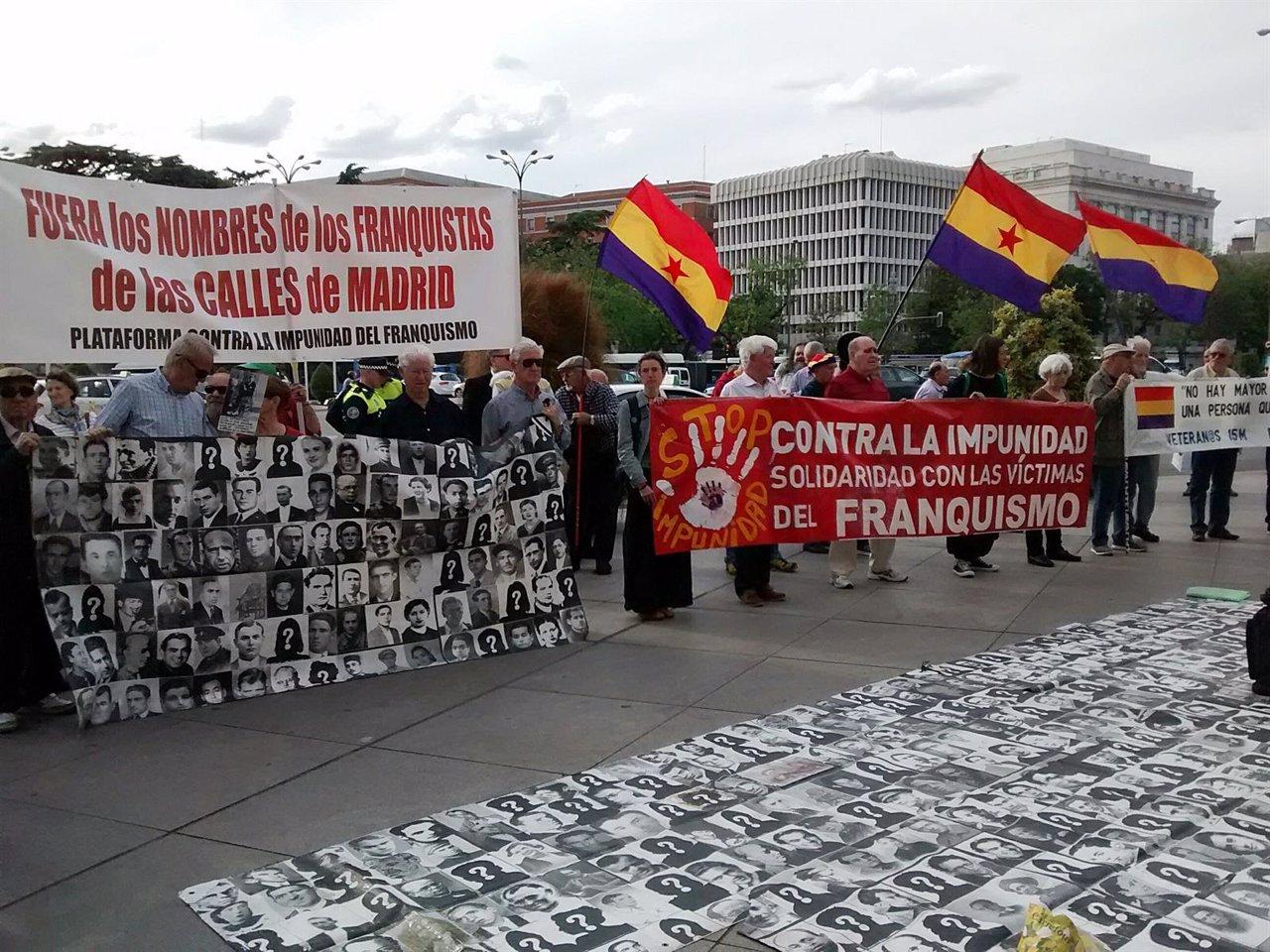 Concentración de la Plataforma Contra la Impunidad del Franquismo