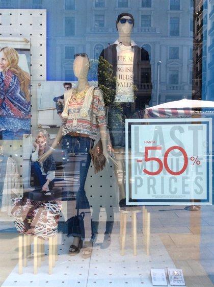 La patronal textil avisa de que la falta de Gobierno y rebajas masivas afectan al sector