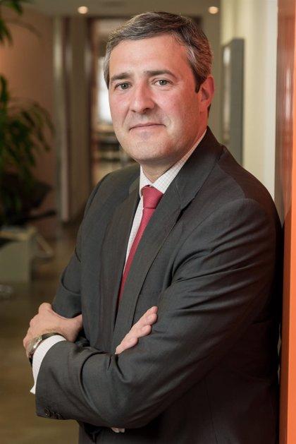 Los auditores internos reeligen presidente a un directivo del Santander