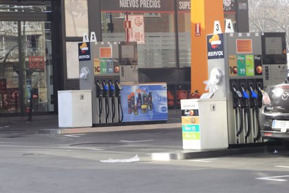 OCU advierte de próximas subidas de los carburantes por el encarecimiento del crudo